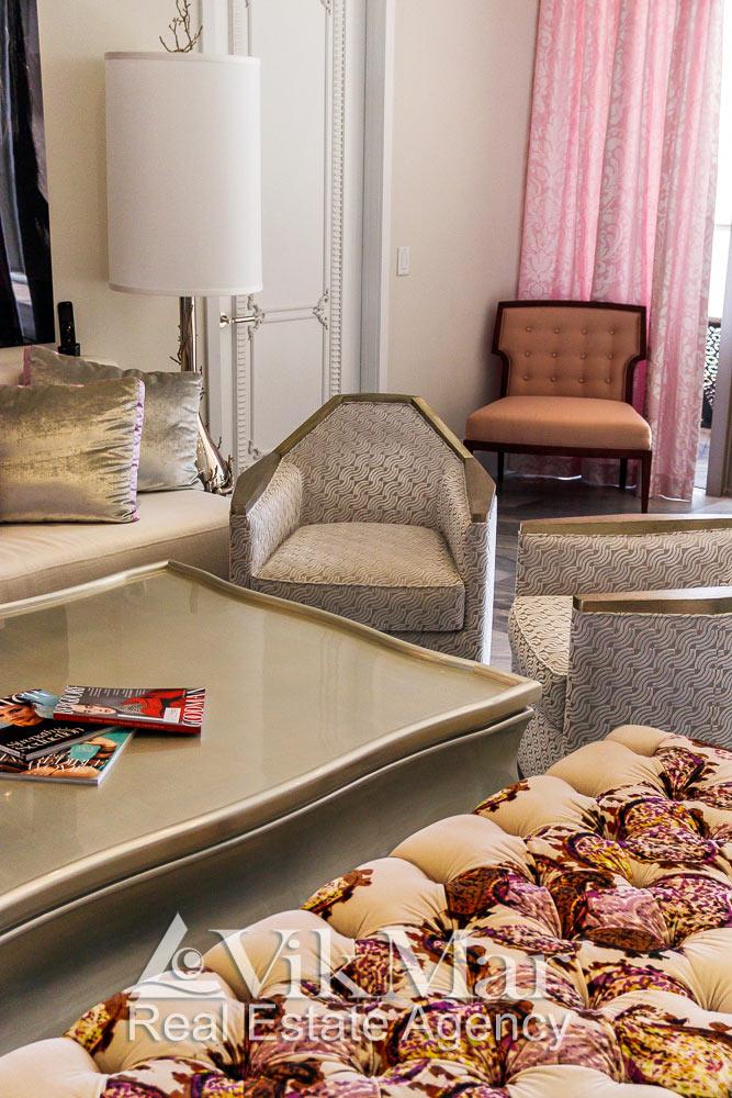 Фото фрагмента комплекта мягкой мебели салона гостиной (Great Room) элитной квартиры в жилом комплексе St. Regis Bal Harbour