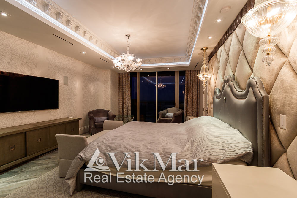 Декоративное светотехническое решение интерьера спальни хозяев (MASTER-BEDROOM) элитных апартаментов в Майами Бич, США