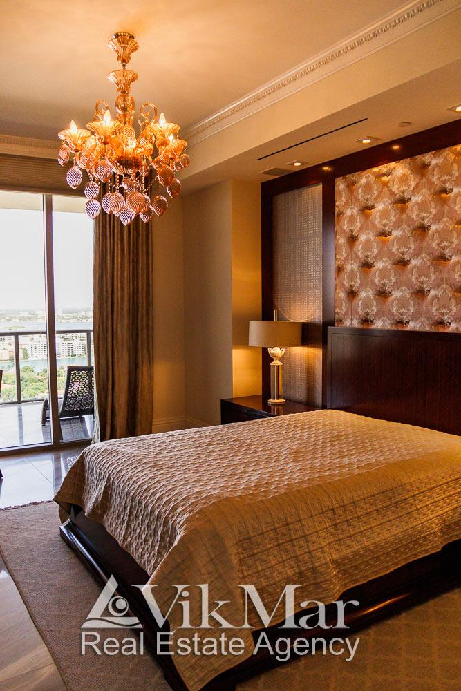Комбинированное светотехническое решение интерьера спальни элитной квартиры в жилом комплекса St. Regis