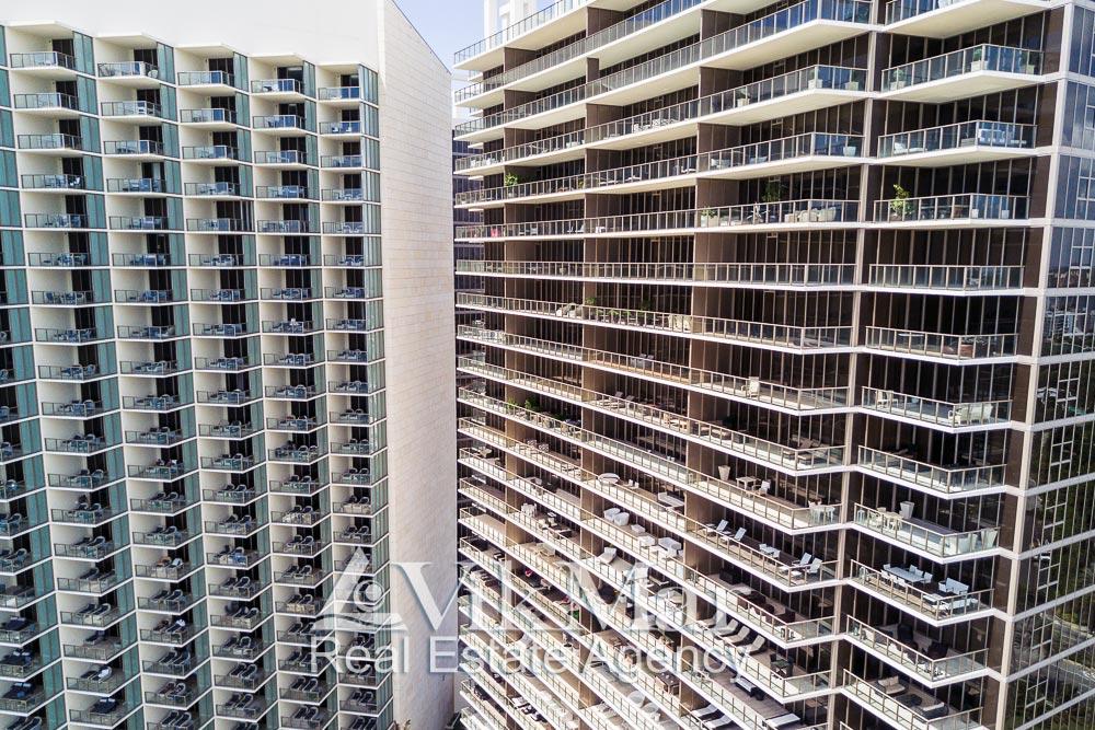 Открытые террасы солярии жилых апартаментов зданий «Центральной» и «Северной» башен комплекса «St. Regis»