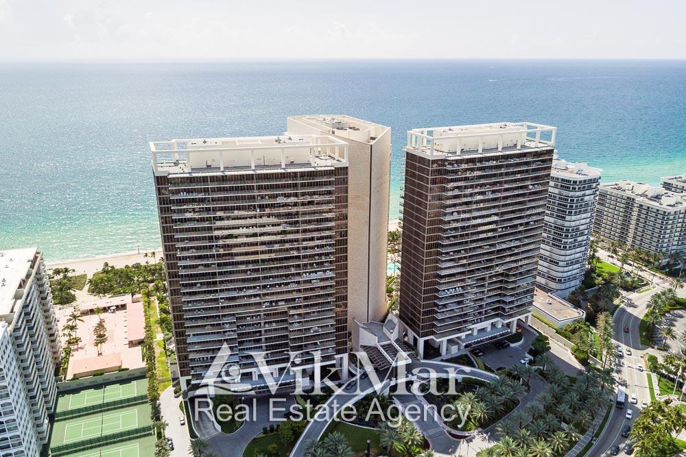 Перспектива с высоты птичьего полета территории и зданий элитного комплекса «St. Regis Bal Harbour Resort» с северо-западной стороны