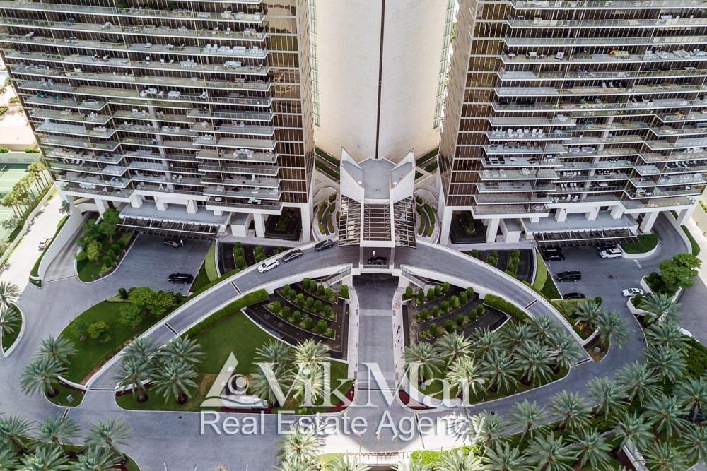 Перспектива с высоты птичьего полета входной зоны комплекса «St. Regis» в районе  Bal Harbour в Майами Бич