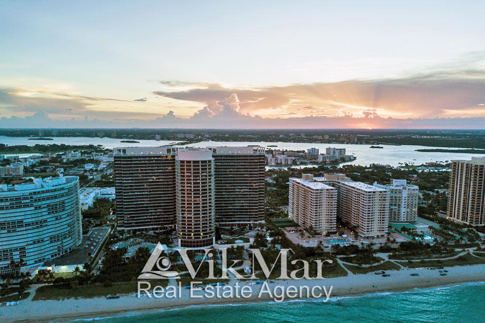 Вечерняя панорама курортного района Майами-Бич Бэл Харбор при закате солнца