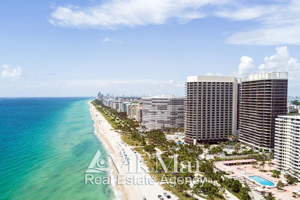 Перспектива курортной зоны отдыха Майами-Бич на берегу Атлантического океана