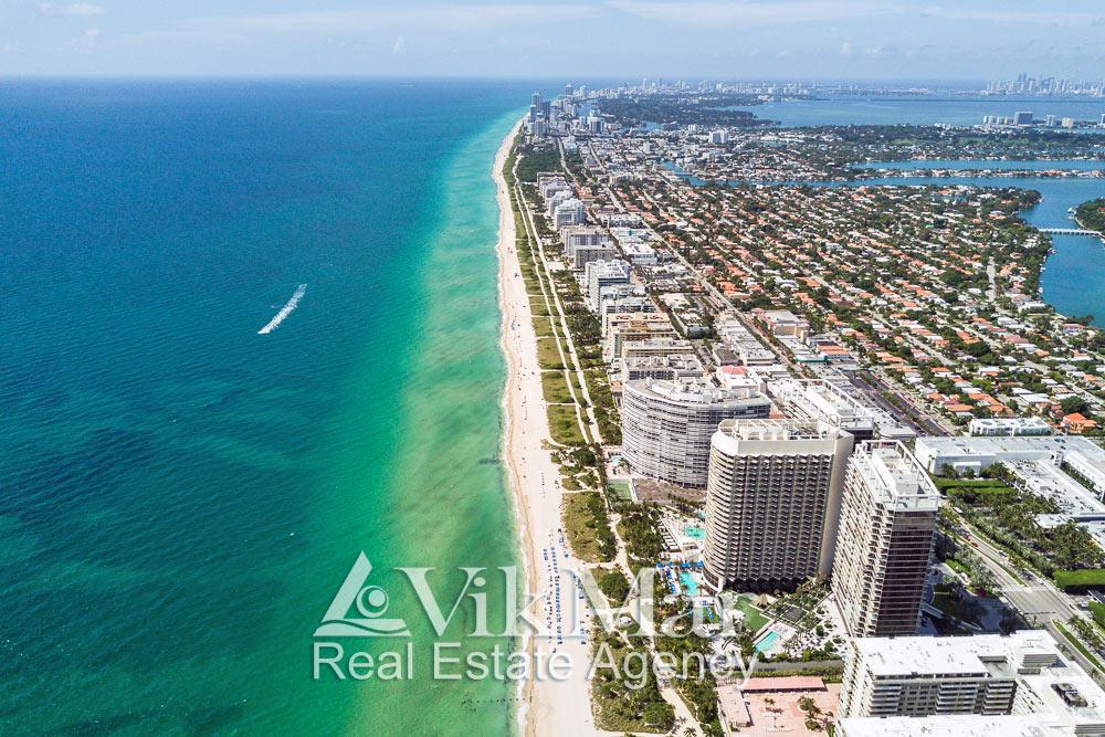 Панорама Майами-Бич с высоты птичьего полета со стороны района Бэл Харбор (Bal Harbour)