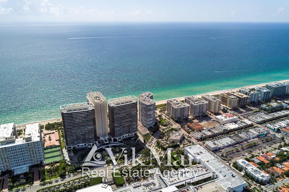 Панорама жилой застройки Майами-Бич на проспекте Коллинз Авеню с видом на Атлантический океан