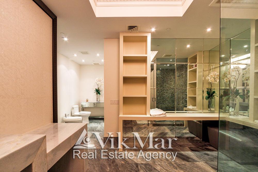 Фото интерьера ванной «Master Bath» в стиле «Ар-Деко» элитной квартиры апартаментов в Майами Бич, США