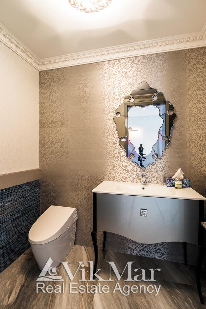 Фото элегантного декорирования интерьера туалетного помещения в составе элитной квартиры в Майами Бич, США