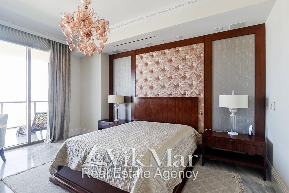 Фото элегантного дизайна интерьера западной спальни «Bedroom 3» при дневном освещении