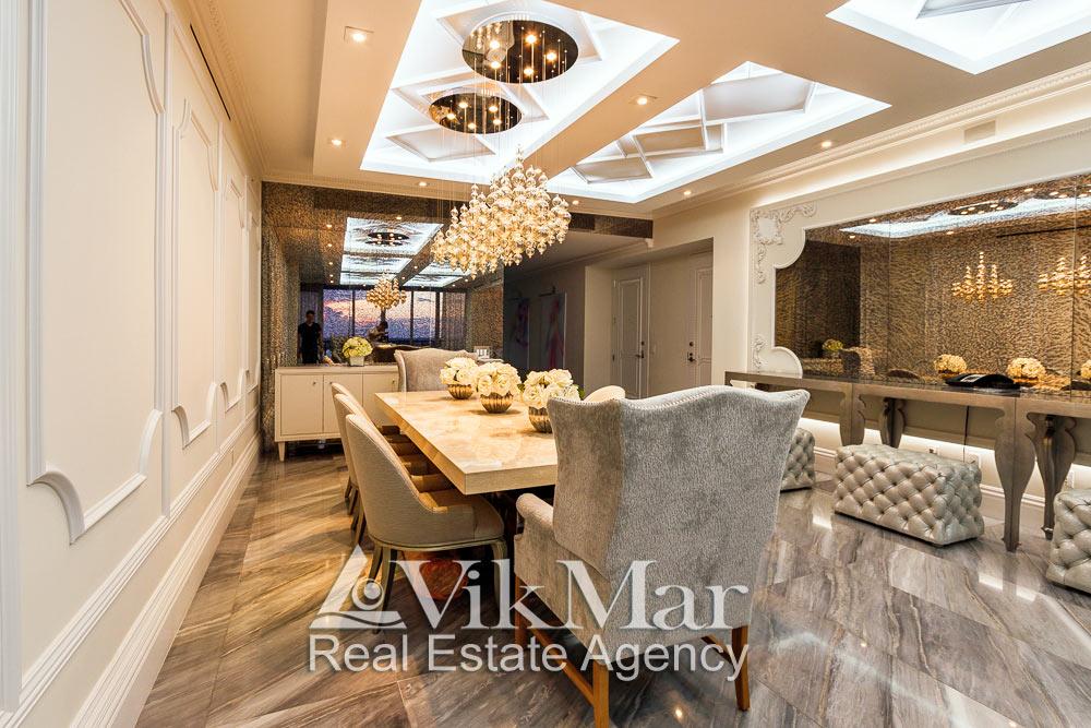 Роскошный дизайн интерьера в стиле «Ар-Деко» западной гостиной элитной квартиры апартаментов в Майами Бич, США