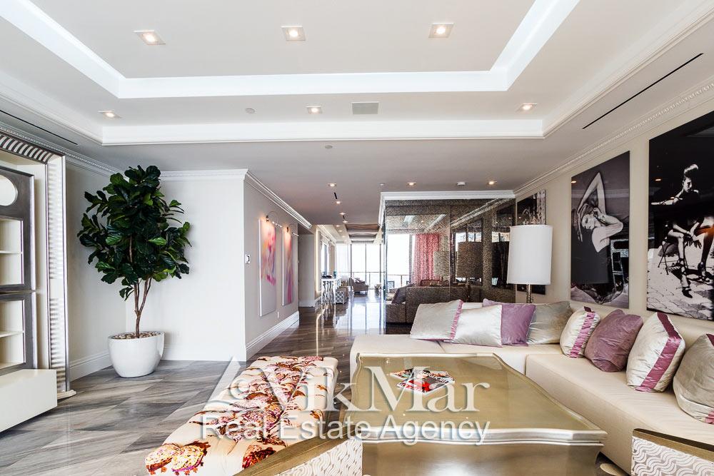 Фото перспектива жилого пространства элитной квартиры апартаментов со стороны восточной гостиной