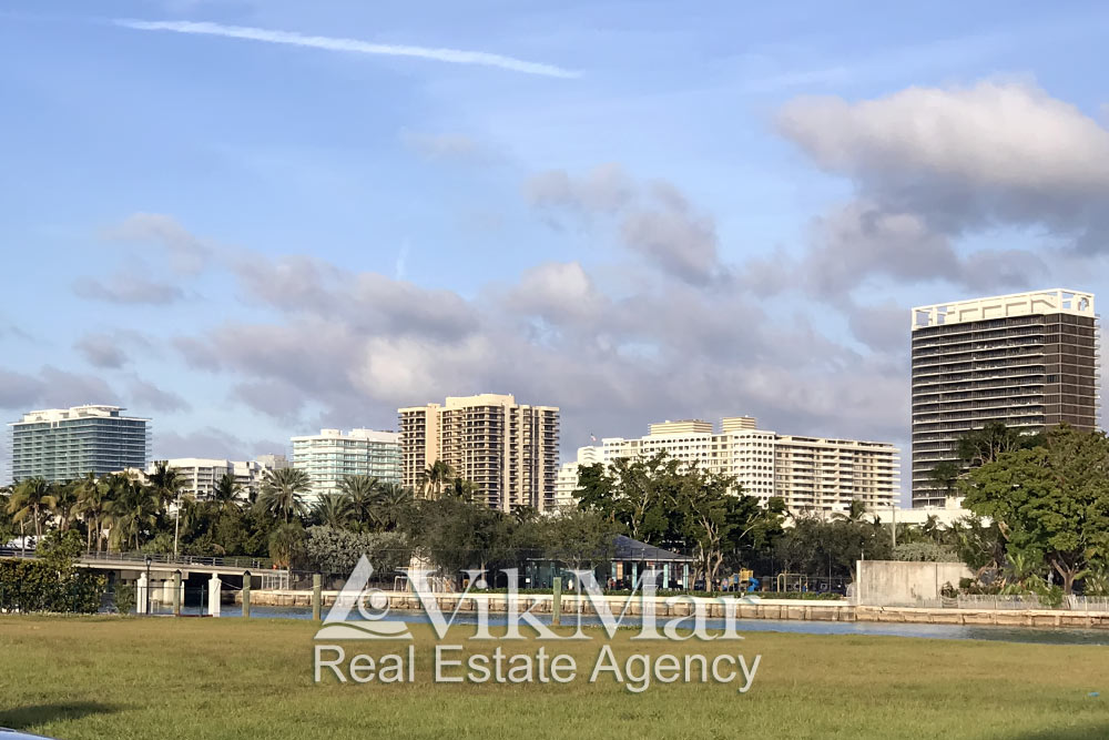 Luxury condominiums 'Oceana Bal Harbour' and 'The St. Regis Bal Harbour Resort' in the line of high-rise buildings