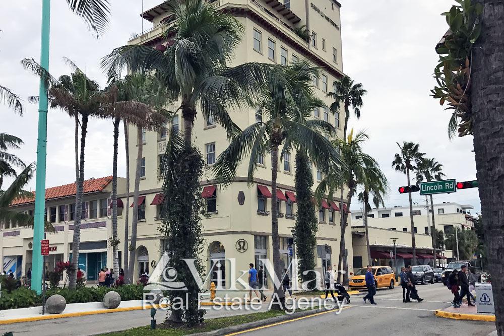 Торговый комплекс Lincoln Road Lululemon в Майами Бич