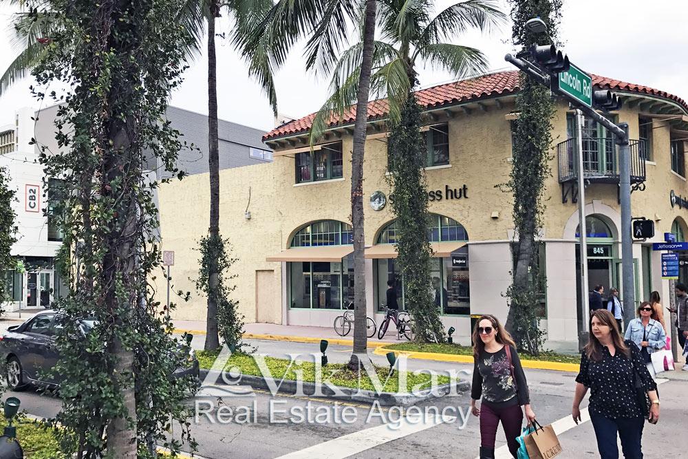 Магазин «Sunglass Hut» в Майами Бич, США