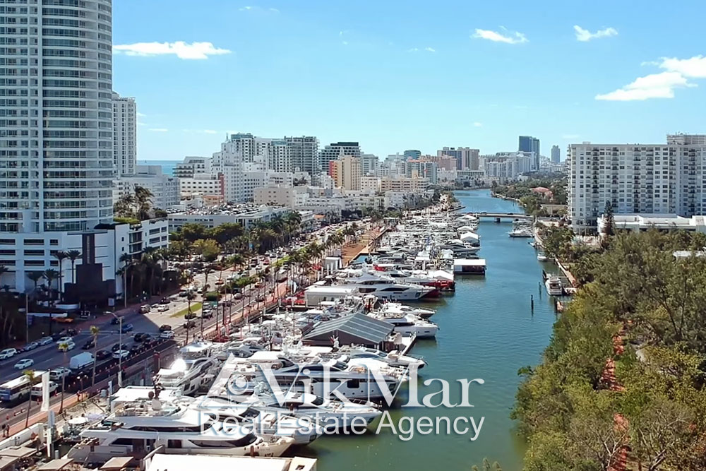 Выставка «Miami International Boat Show» на проспекте Коллинз Авеню 2018
