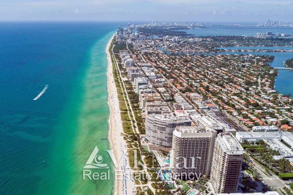 Вид на Майами из кабины туристического самолета