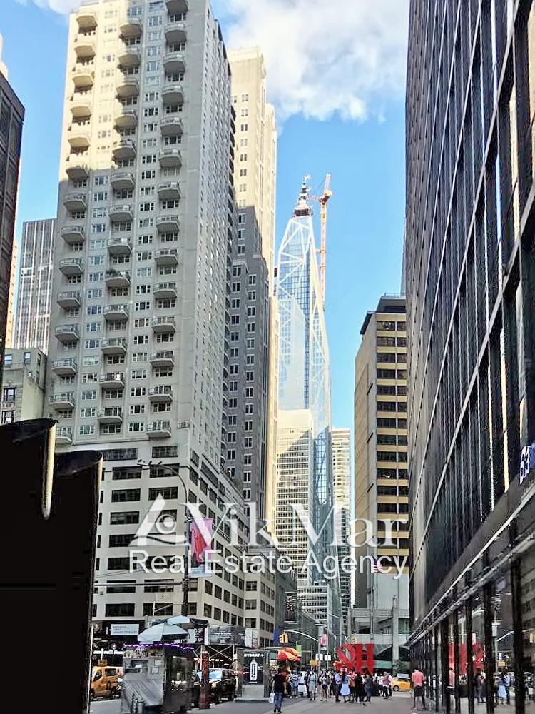 53-я улица с небоскребом «53W53» в Нью-Йорке